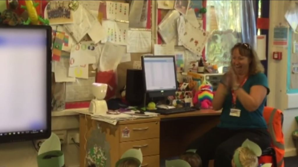 Un robot permite a un niño hospitalizado con leucemia seguir sus clases