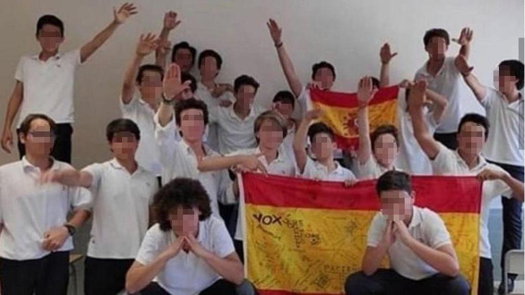 La foto de los alumnos de un colegio concertado del Opus haciendo el saludo fascista desata la polémica