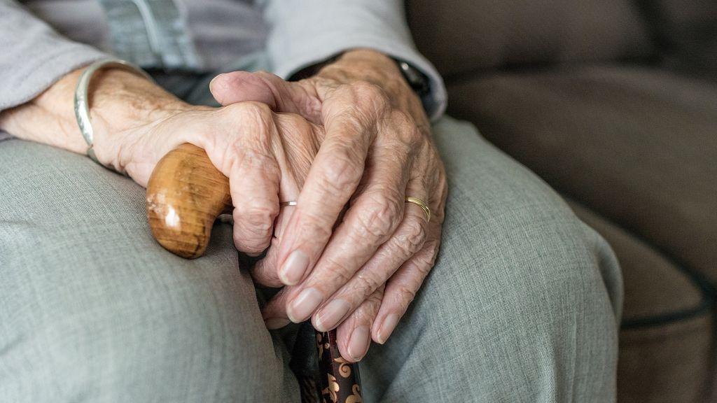 Arrestan a una mujer de 93 años para cumplir uno de sus deseos antes de morir