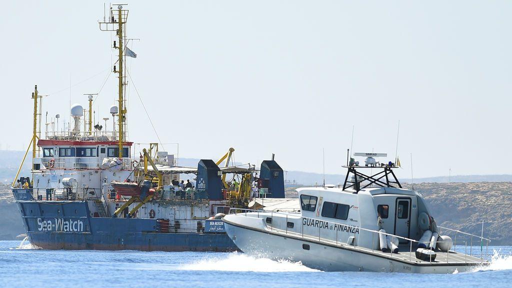 Italia intercepta y aborda el 'Sea-Watch 3' frente al puerto de Lampedusa