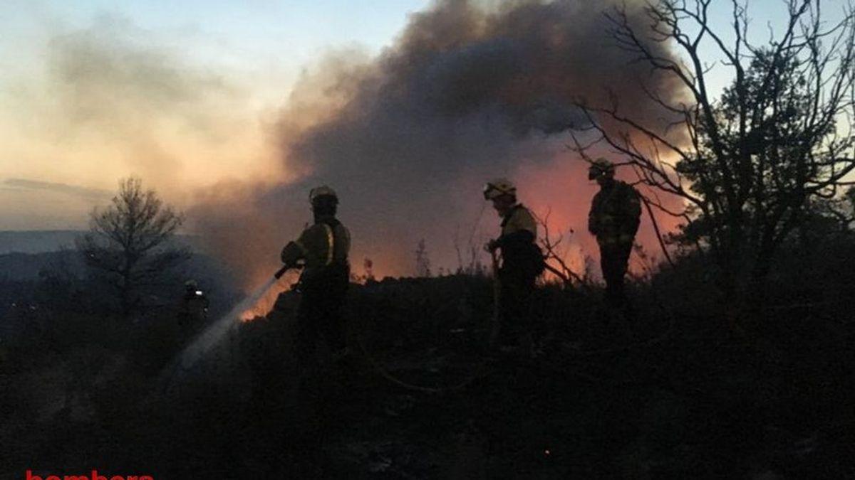 Un nuevo incendio en la misma zona pone en jaque a los bomberos