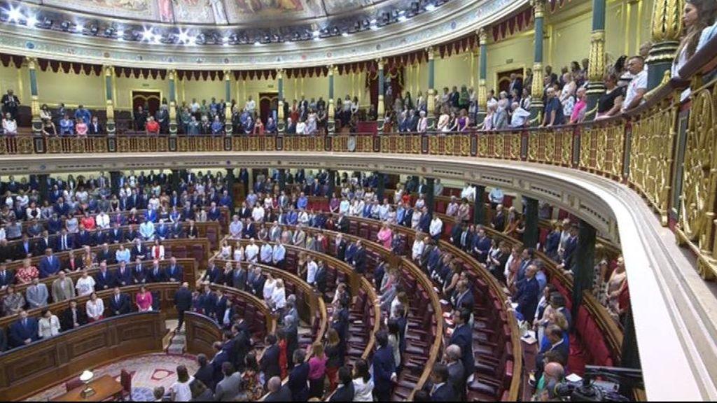 El congreso se divide en el homenaje a las víctimas del terrorismo