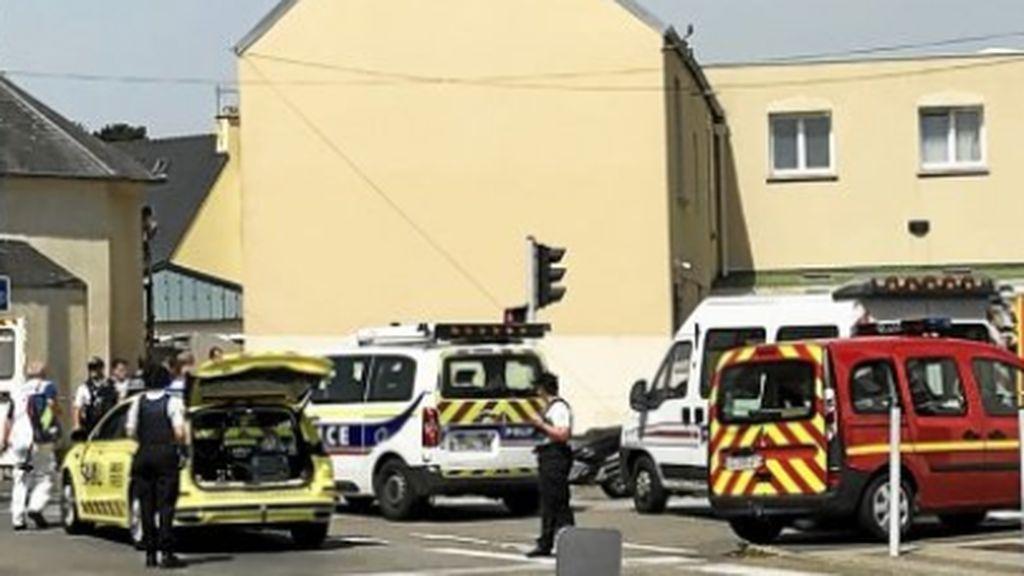 Un tiroteo en una mezquita de Francia deja dos heridos graves: los autores han huidofde