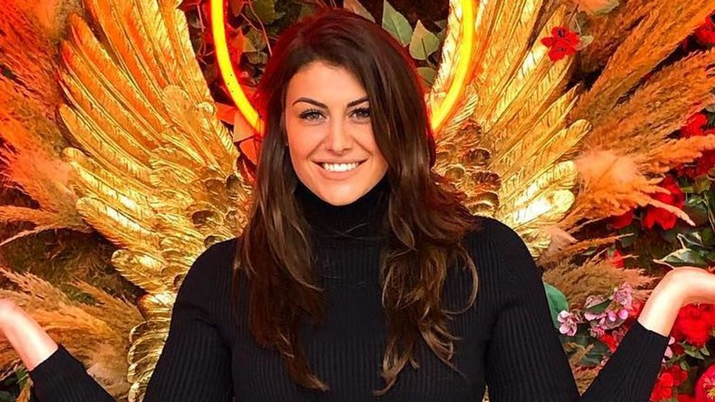 """Clara Toribio 'GH' incendia las redes con un posado en topless y tanga: """"Felizmente feliz"""""""