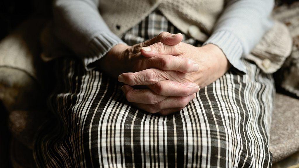 Una mujer de avanzada edad pierde 60.000 euros estafada por tres familiares