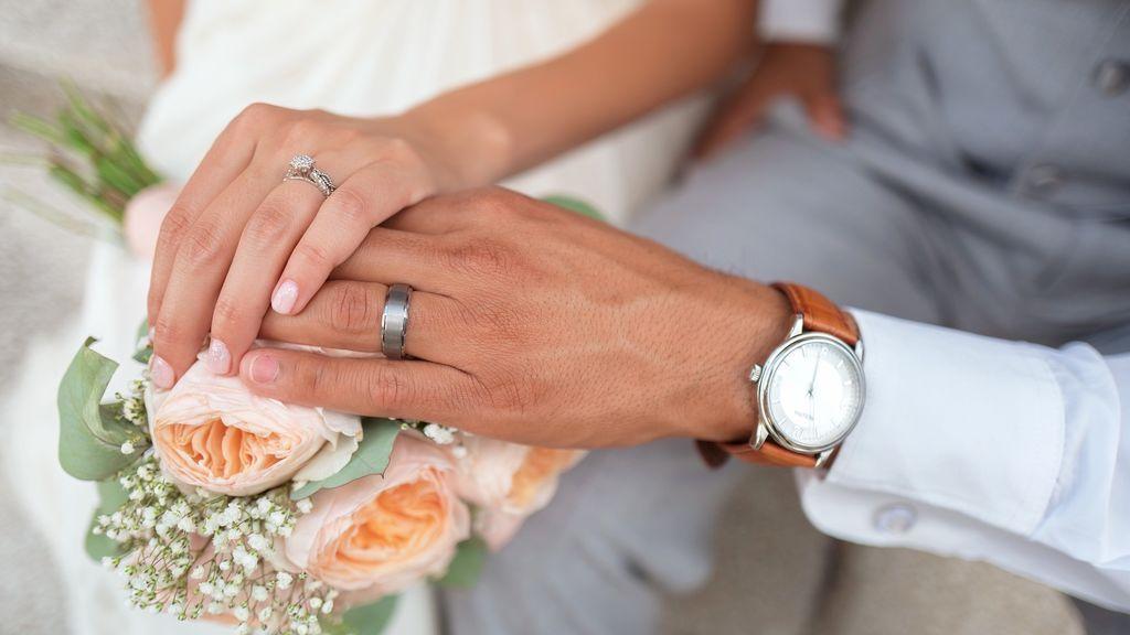 Contraen matrimonio un día antes de la muerte del prometido por un cáncer terminal