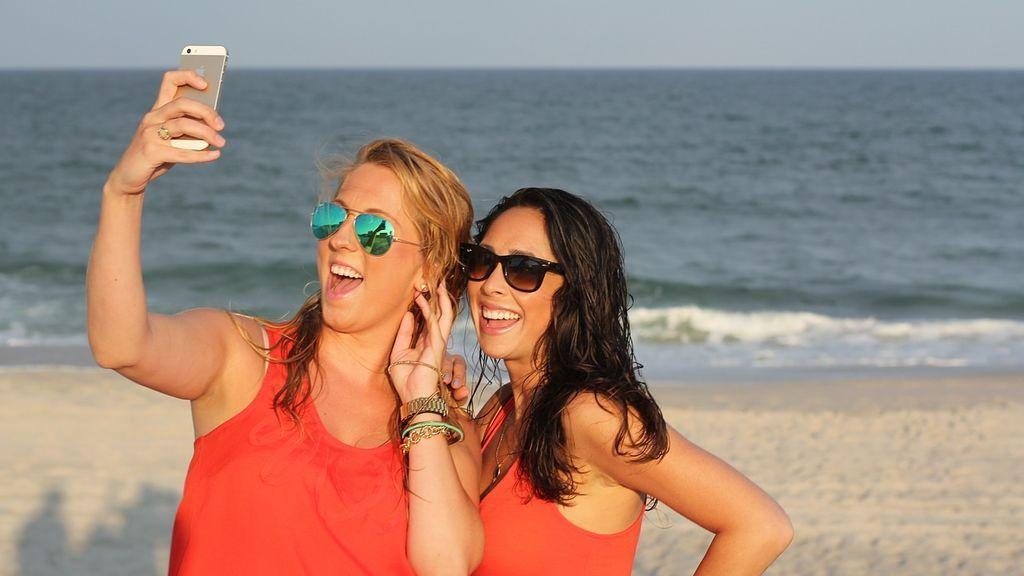 Los riesgos de llevarte el móvil a la playa