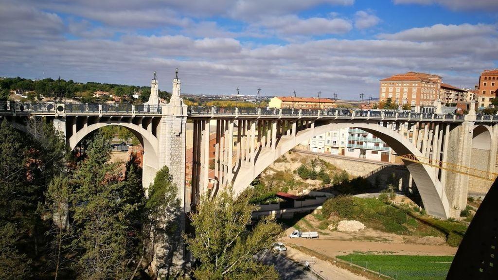 Detenido el hermanastro de una menor que se suicidó en Teruel por agredirla sexualmente