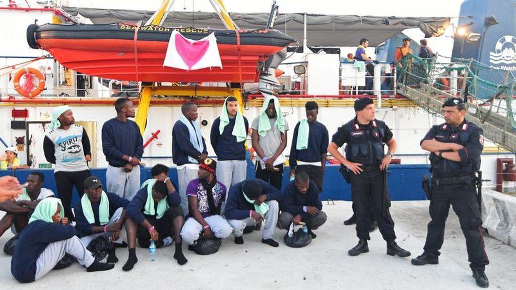 El 'Sea Watch 3' atraca finalmente en la isla italiana de Lampedusa