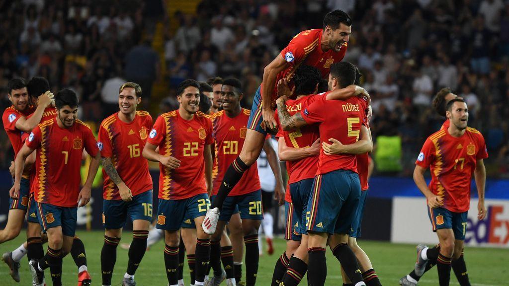 El mundo del fútbol se rinde a la Selección Española tras su victoria en el Europeo Sub21: Casillas, Piqué, Ramos