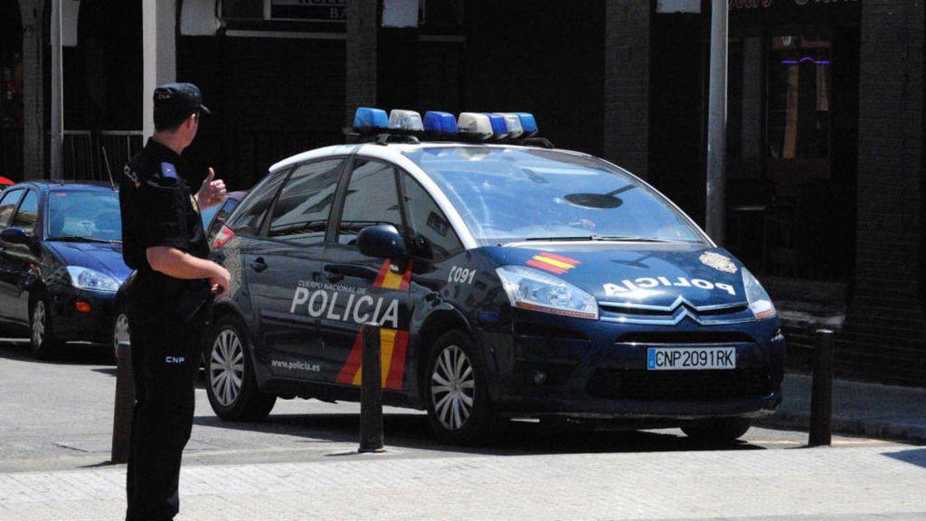 Un conductor con un bebé a bordo protagoniza una persecución policial y golpea varios vehículos en Alicante