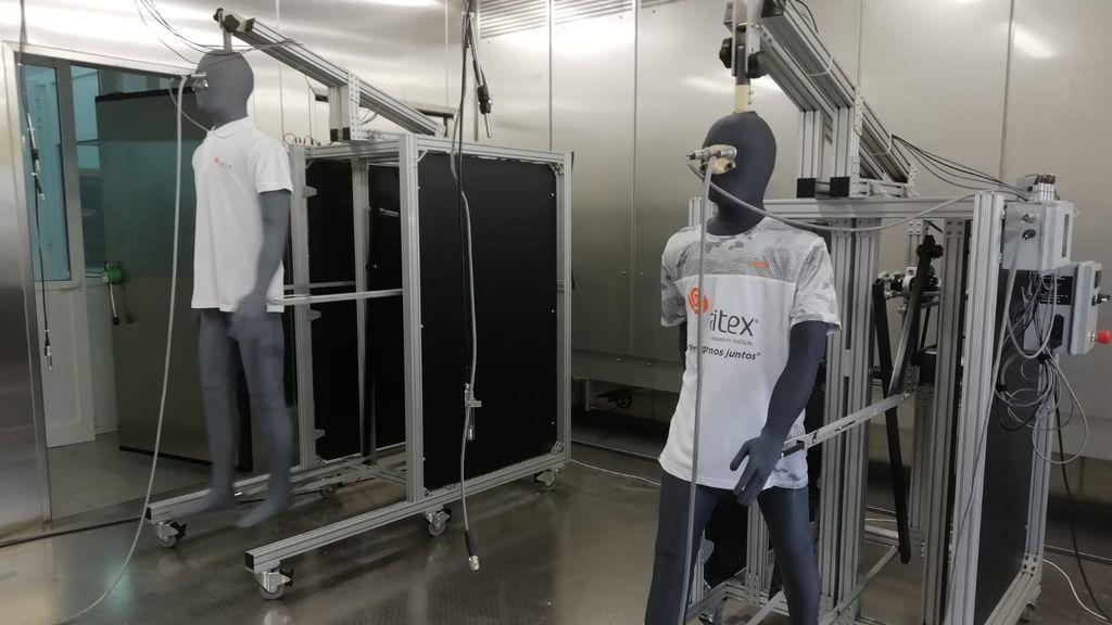 El experimento que demuestra que el lino y el algodón no son tejidos apropiados para el verano