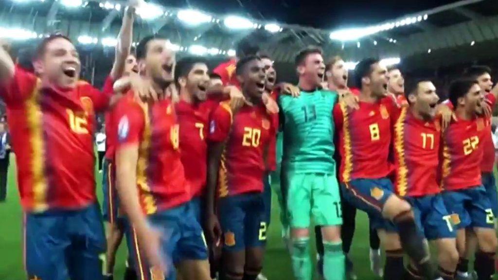 Explosión de júbilo y lágrimas de emoción en la celebración de la Sub 21 por el Europeo