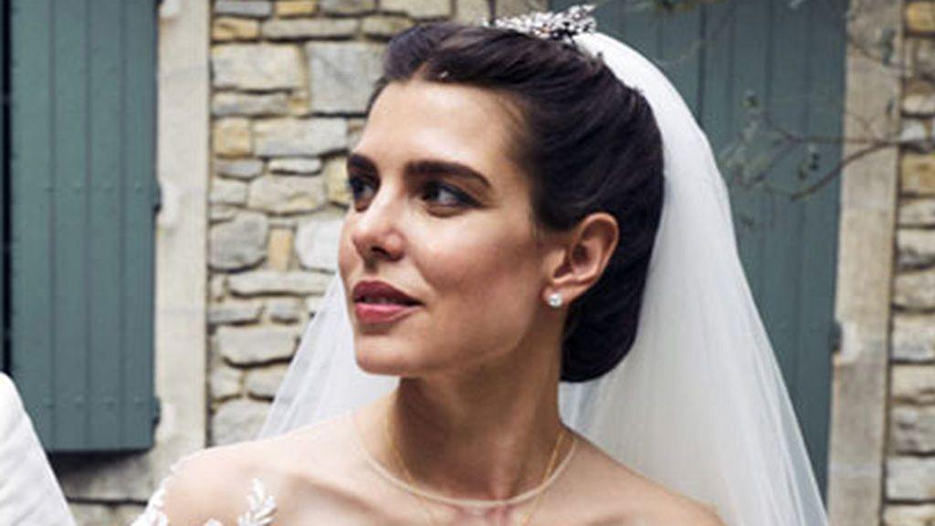 Habemus vestido de novia: el traje 'vintage' de volantes de Carlota Casiraghi para su boda religiosa
