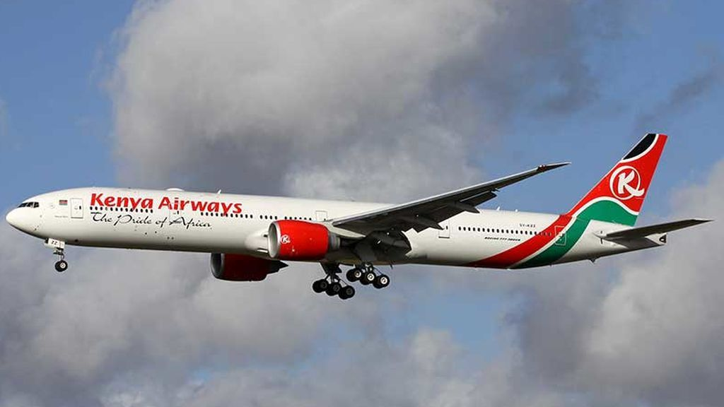 Hallan el cadáver de un polizón de una avión de Kenya Airways en el jardín de una casa de Londres