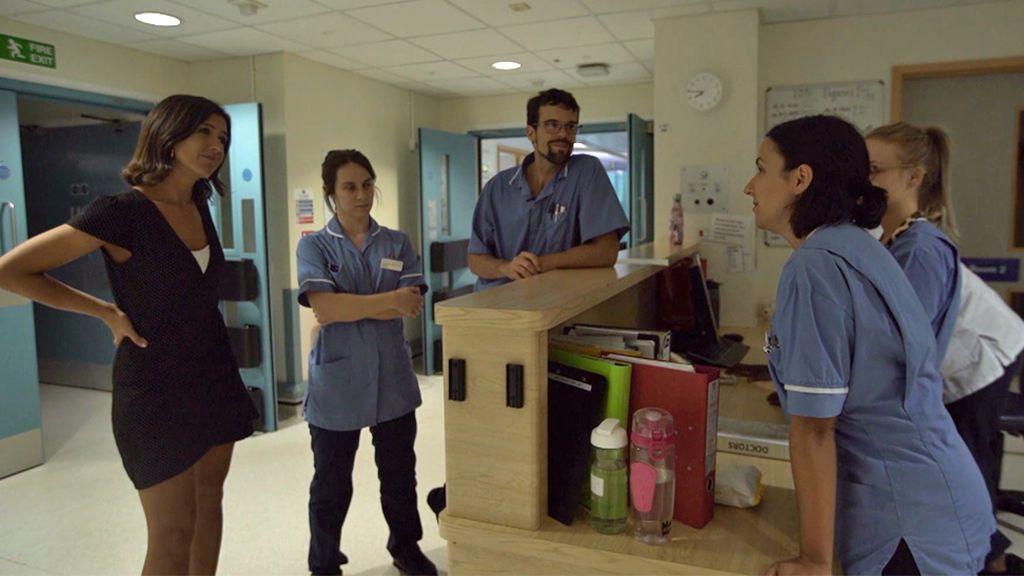 """Diego, enfermero: """"Es una pena que el Gobierno invierta en nuestra formación y sea Inglaterra la que se aproveche"""""""