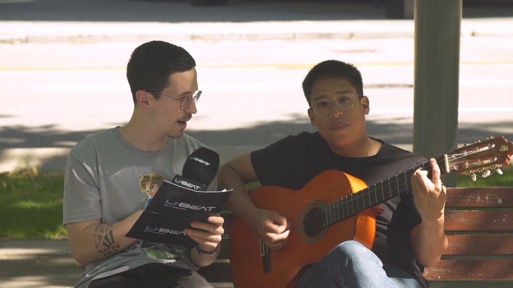 El 'karaoke colaborativo' de un reportero intentando componer la canción de Pokémon por la calle