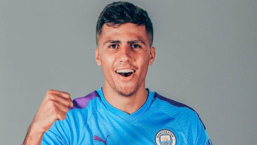 El homenaje del Manchester City a Chiquito de la Calzada para hacer oficial el fichaje de Rodri