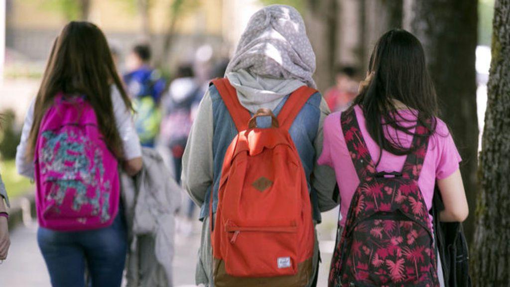 El velo islámico podrá ser motivo de prohibición en los centros educativos madrileños
