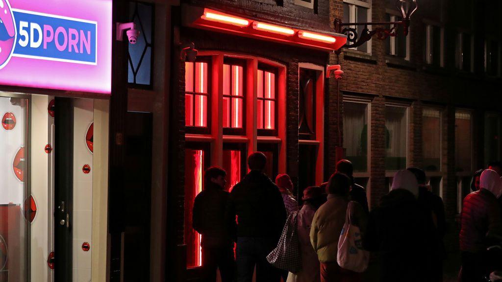 Ámsterdam se plantea cerrar el famoso Barrio Rojo por el acoso a las prostitutas