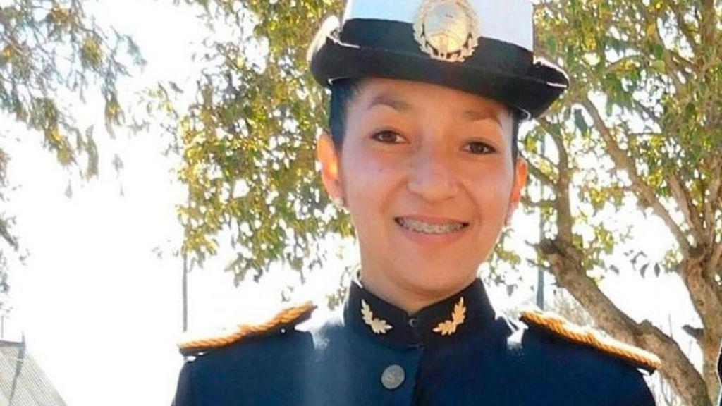 Argentina: muere una cadete de policía por neumonía tras estar una semana duchándose con agua fría