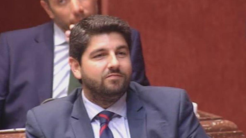 Vox decide en Murcia y tumba al popular López Miras