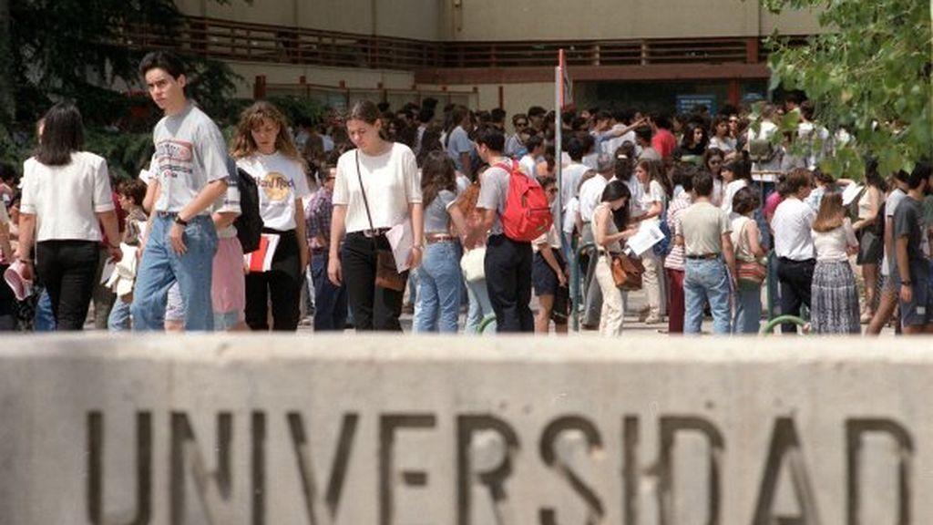 th_13001d7cd9839c214dcd51489481edec_EstudiantesuniversitariosEFEBARRIOPEDRO