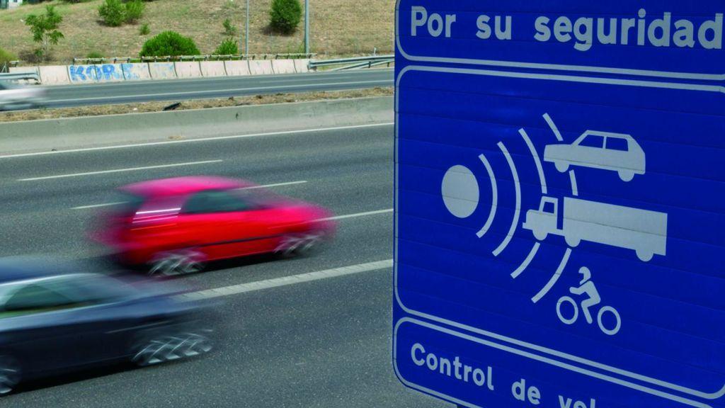 Ya están operativos 20 de los 78 nuevos radares de la DGT para controlar las carreteras este verano
