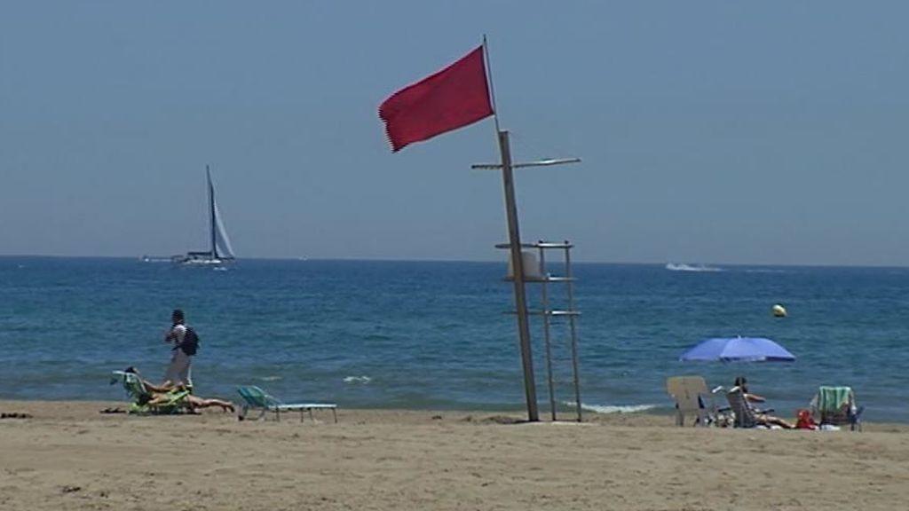 Cierran dos playas valencianas por bacterias fecales en el agua por tercera vez en un mes
