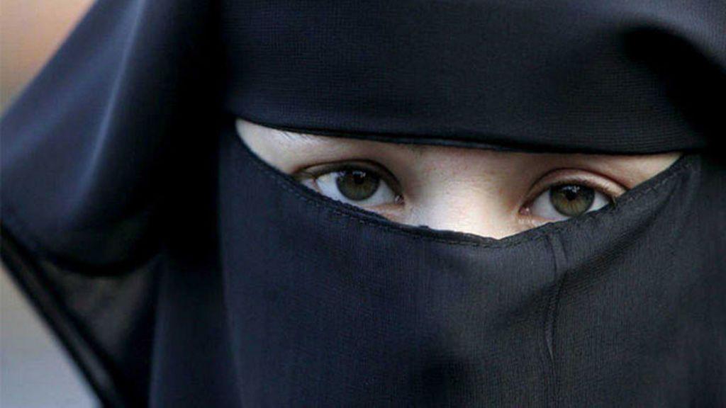 Prohibido entrar a edificios públicos con el 'niqab' en Túnez