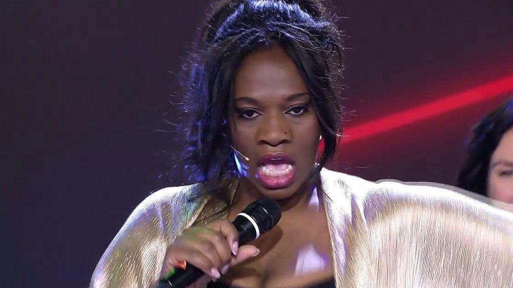 Carolina Sobe canta para el orgullo gay