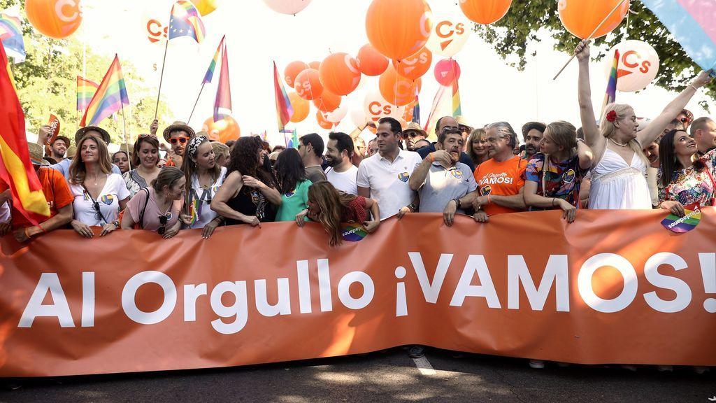 """Arrimadas deja claro en la marcha del Orgullo que no se les excluirá """"de la fiesta de la libertad"""""""