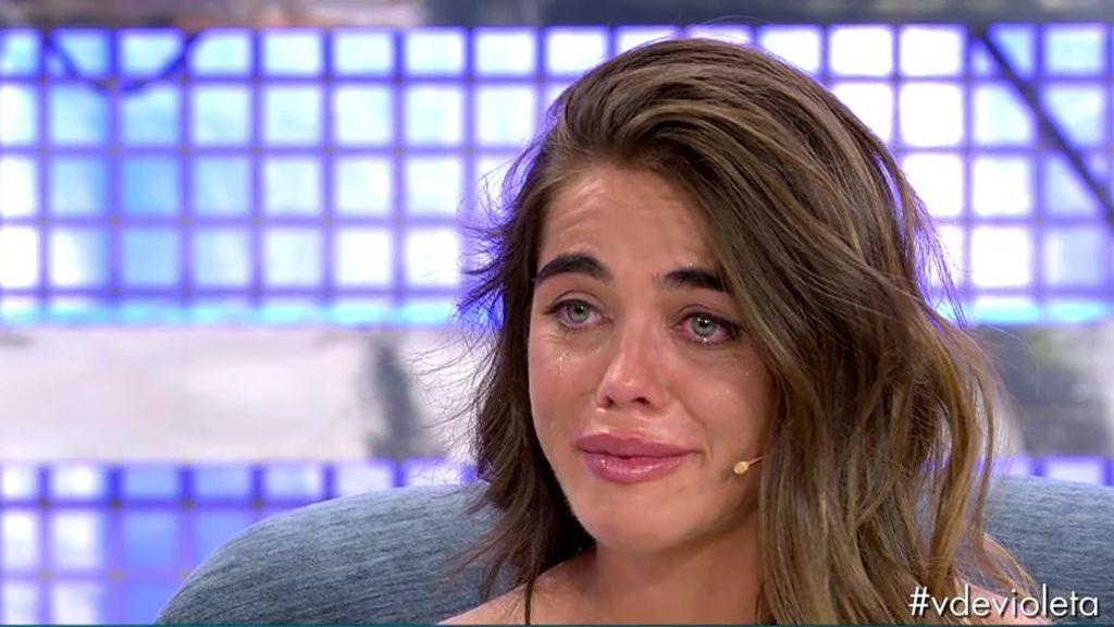 Violeta llora al hablar de su padre