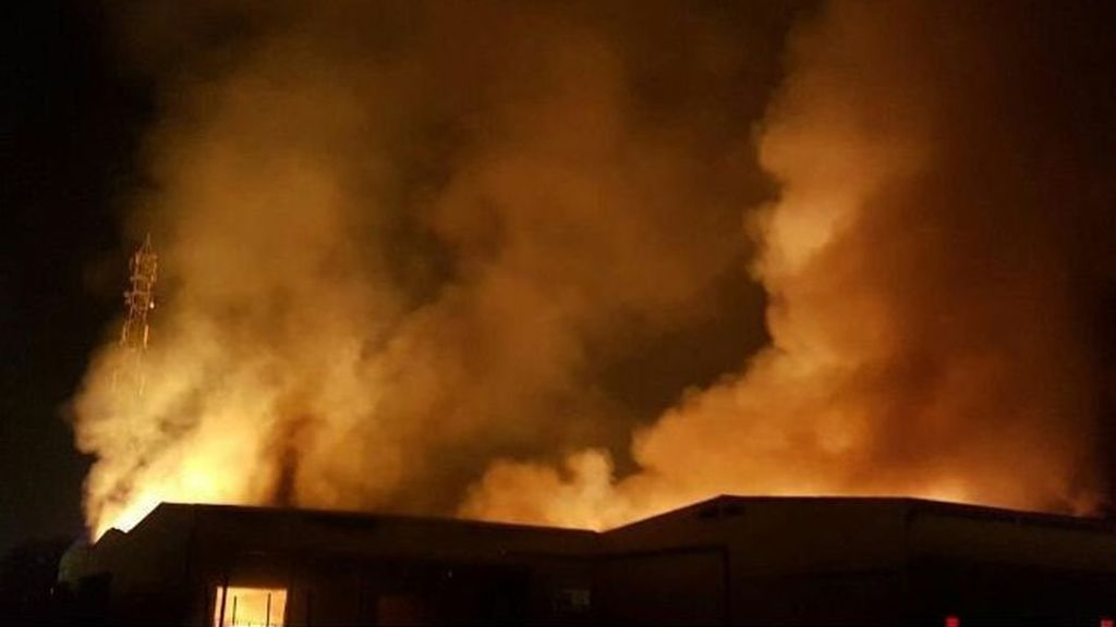 Activado el plan de emergencias químicas por un incendio en un polígono de Tarragona