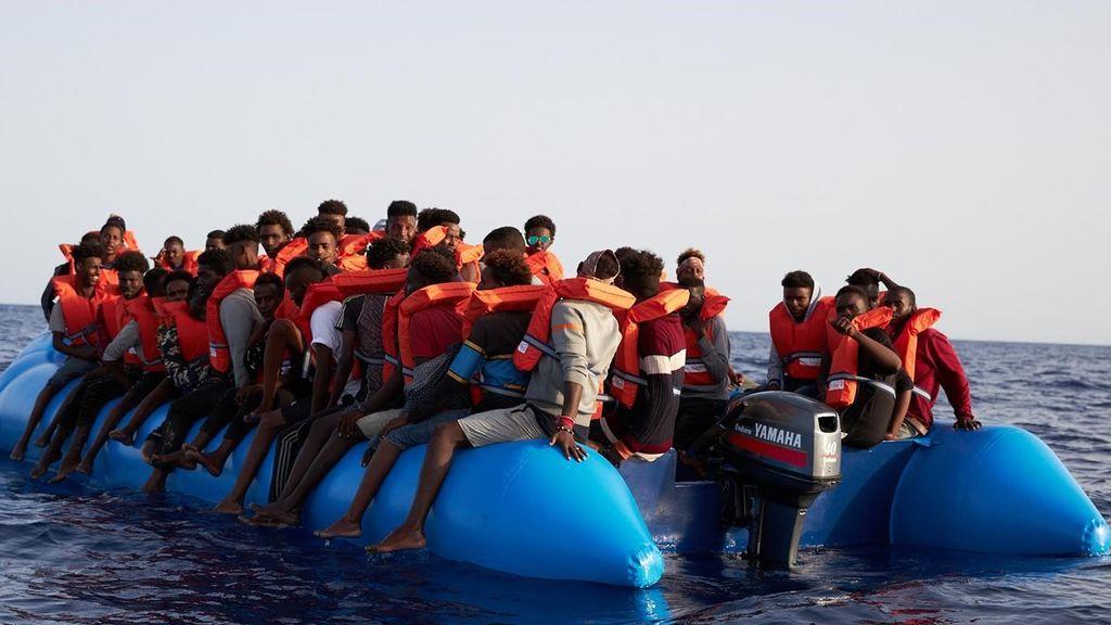 Malta desembarca a tres migrantes del 'Alan Kurdi', dos de ellos menores, por emergencia médica