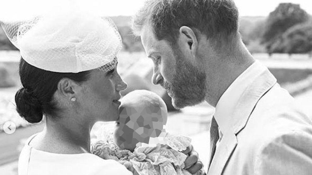 Meghan Markle y el príncipe Harry comparten unas tiernas fotos del bautizo íntimo de su hijo Archie