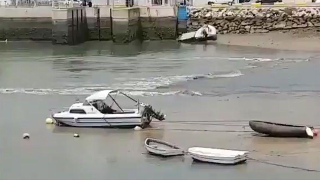 Susto en Conil ante el brusco descenso de la marea