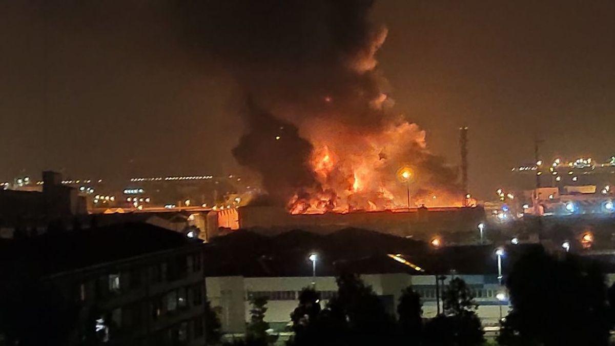 Alerta química en Tarragona por el incendio en una nave industrial