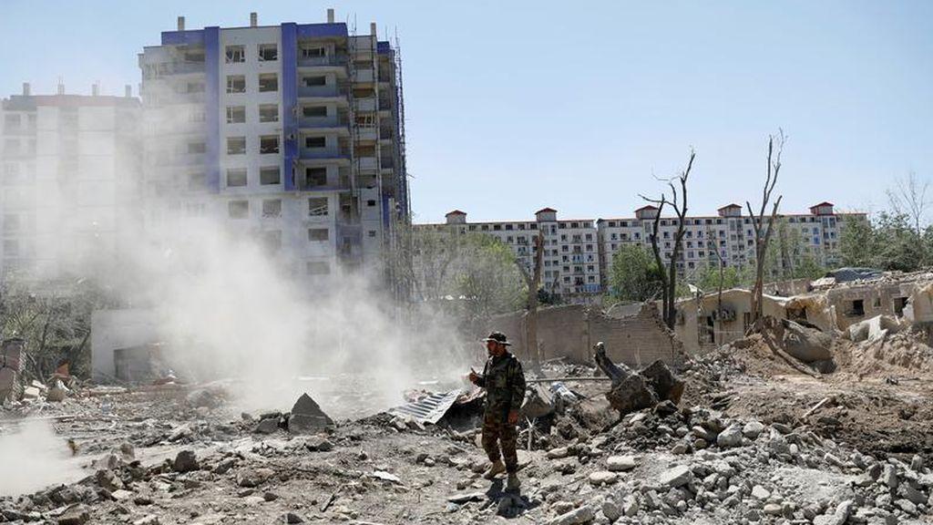 Al menos 12 muertos y más de 70 heridos en un atentado con coche bomba en el centro de Afganistán