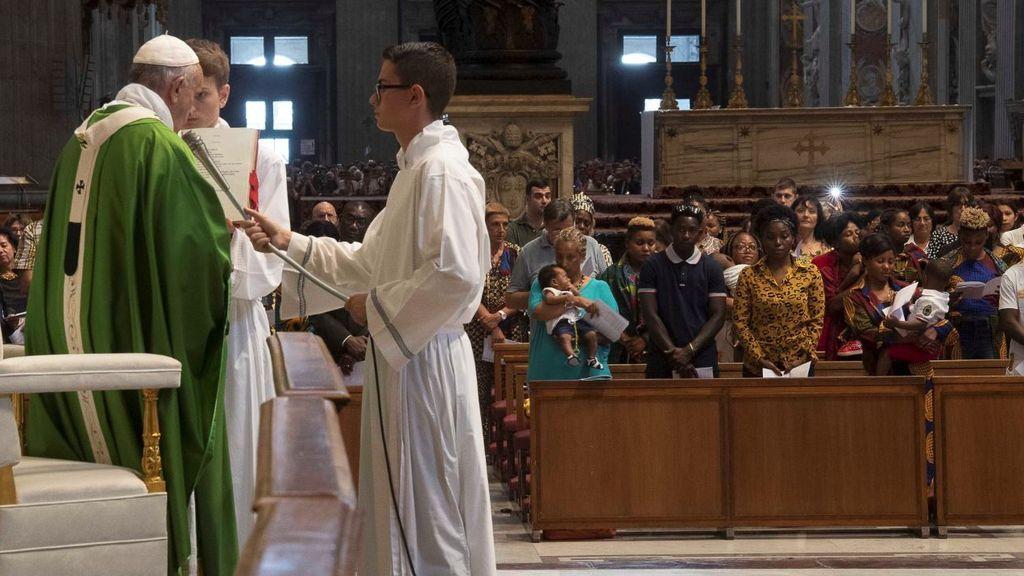 190708 papa misa vaticano inmigrantes