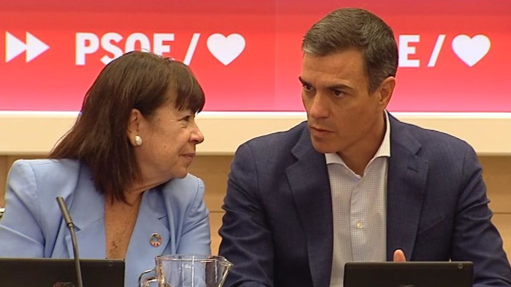 Pedro Sánchez y Cristina Narbona en la ejecutiva del PSOE