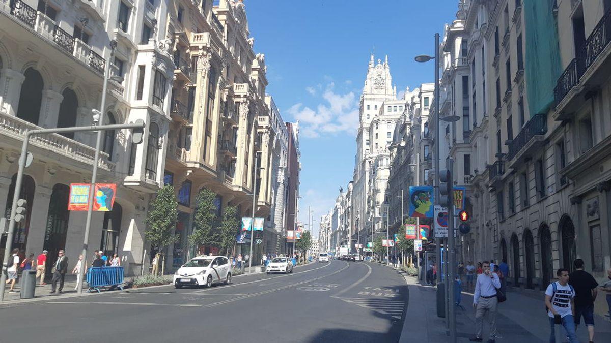 La Gran Vía desierta el día que vuelven las multas de Madrid Central