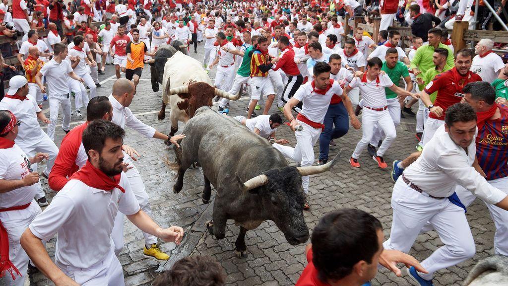 Sin heridos por asta de toro el encierro de los peligrosos astados de José Escolar