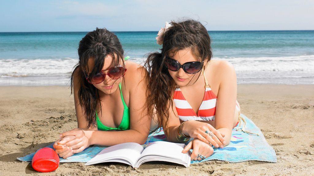 No hace falta ir al cole para seguir haciendo cuadernos de verano: te enseñamos nuestros favoritos