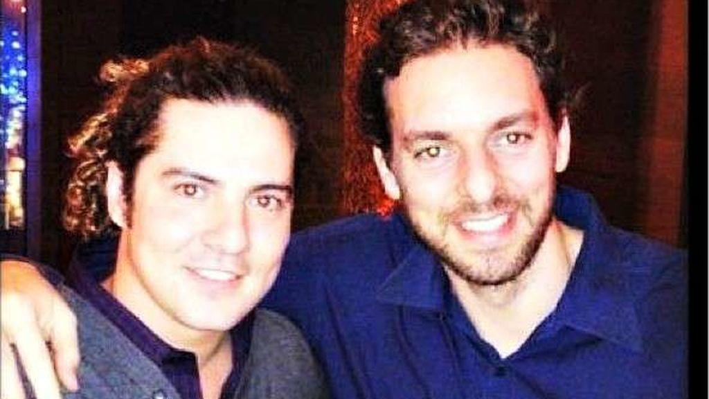 Bisbal y Pau Gasol, en una foto antigua del Twitter de @paugasol