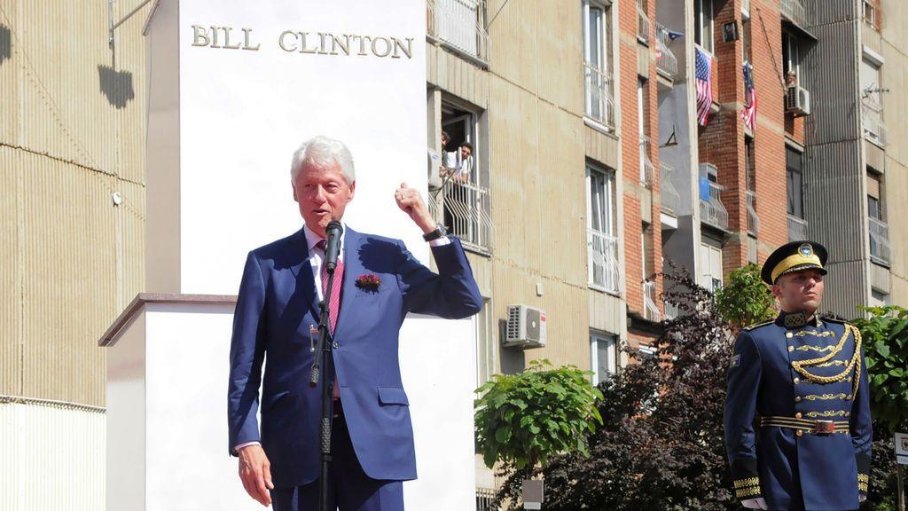 """Bill Clinton dice que """"no ha visto"""" a Epstein en una década"""