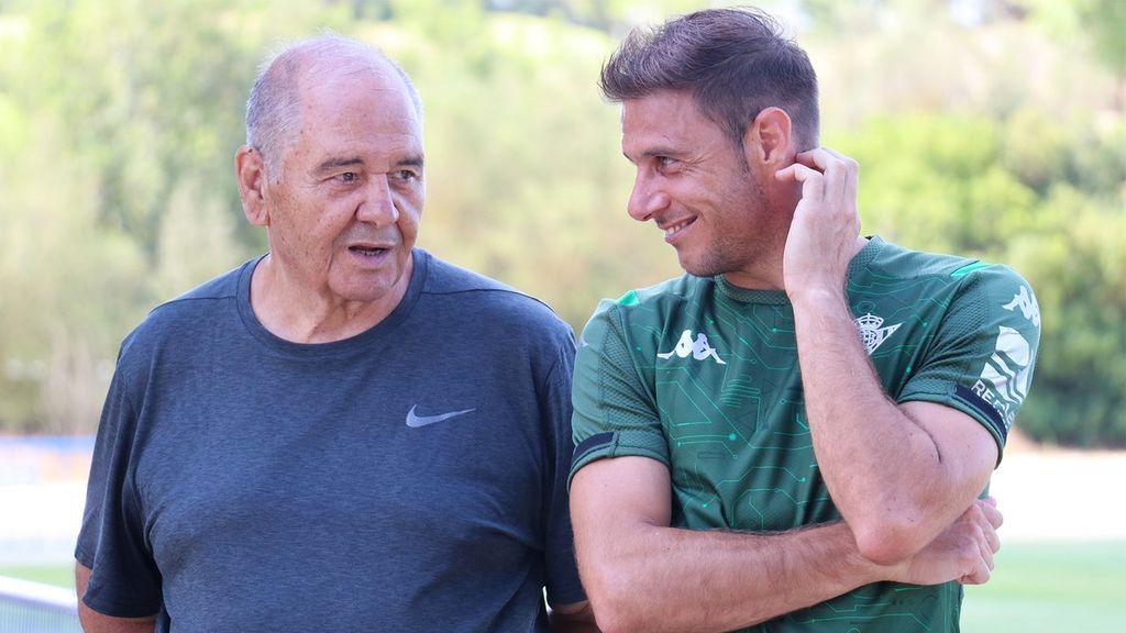 """Joaquín recibe una visita de su padre en la pretemporada del Betis: """"Cuando la persona que más admiras viene a verte"""""""