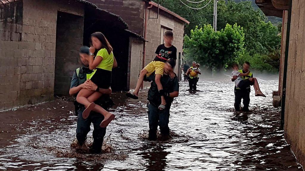 """""""Pensé que se caía una casa"""": estremecedoras palabras de los afectados por las riadas en Ourense"""