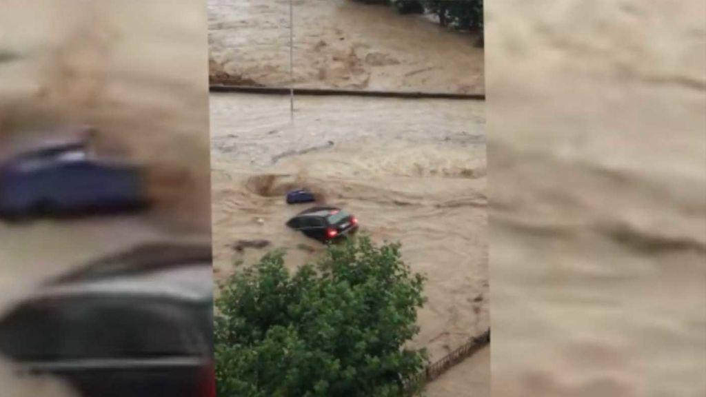 El agua invade Tafalla como si de un tsunami se tratara