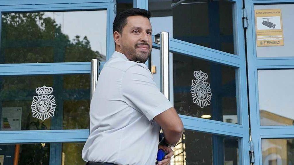 El policía con pierna biónica, que quisieron jubilar,  se incorpora a su nuevo puesto de trabajo